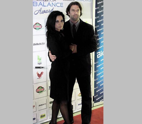 Gregor Bernadett színésznő a klasszikus fekete színt választotta, amikor férjével, Szarvas Attilával megjelent a Fitbalance-díjkiosztón.