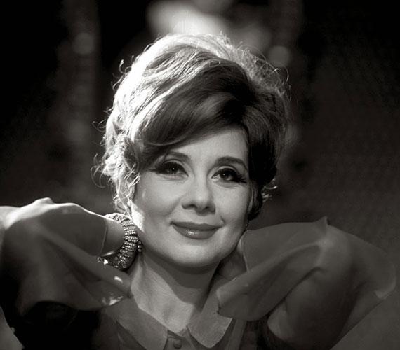 Ruttkai Éva háromévesen szerepelt először színpadon.1960-ban az Ilyen nagy szerelem című dráma miskolci próbáin találkozott Latinovits Zoltánnal, kapcsolatukból legendás szerelem lett. 1986-ban, 58 évesen hunyt el.
