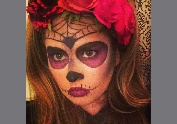 Király Linda énekesnő a hozzászólók szerint inkább egy gyönyörű pókasszonyra emlékeztetett, mint valamilyen ijesztő teremtményre.