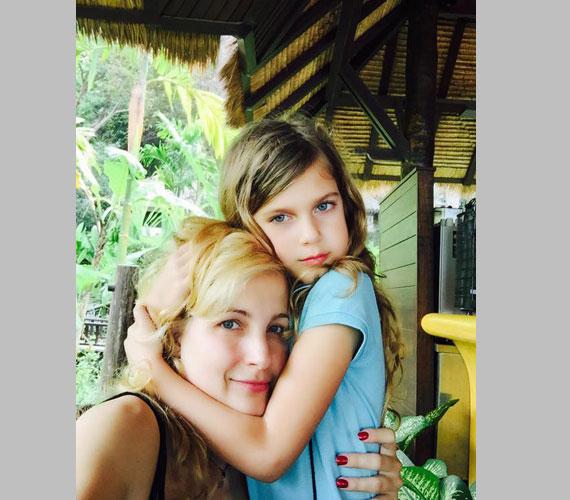 2015 januárjában Várkonyi Andrea és Bochkor Gábor szintén Thaiföldön nyaralt kislányukkal - ez a felvétel is akkor készült.
