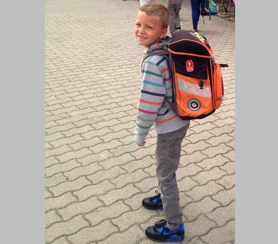 Polyák Lilla színésznő kisebbik Fia, Bulcsú is megkezdte az iskolát.