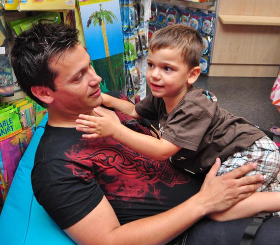 Kovács Áron fia, Máté szintén ötéves, és sokban hasonlít édesapjára.