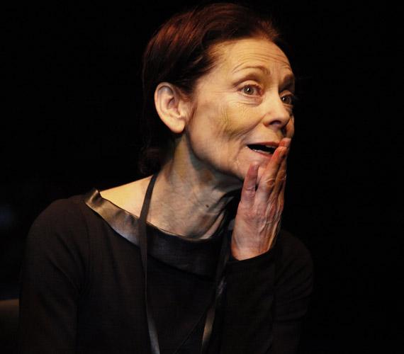 Nagy sikert aratott A vörös oroszlán című monodrámában is - nem véletlen, hogy 2003 után a bemutató évében, 2011-ben is átvehette a Ruttkai Éva-emlékdíjat. A darab máig szerepel a Vígszínház repertoárjában.