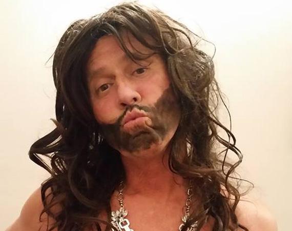 Május elején nyerte meg Conchita Wurst az Eurovíziós dalfesztivált, az internetet pedig ellepték a Conchita-mémek. Nekünk Kikié tetszett legjobban, tényleg nagyon menőn áll neki a hosszú haj - a fotót ő maga posztolta a Facebookra, és viccesen azt is meglebbentette, jövőre Kikitaként indul majd a zenei versengésben.