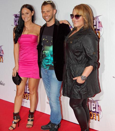Bartók Eszter és Tóth Vera  A Megasztár egykori versenyzői a Csillag születikkel ismertté vált Ádok Zolival fotózkodtak. Eszter egy szexi pink ruhát, Vera pedig egy lezser feketét viselt, vagány cicanadrággal.