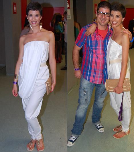 Ördög Nóra  Az RTL Klub csinos műsorvezetőjét nem csak férje kísérte el, de öccse, Árpád is részt vett a gálán. Mint mindig, Nóri ezúttal is elbűvölő volt hófehér ruhájában, melyhez lapos sarut választott.  Kapcsolódó cikk: Ördög Nóri hófehér miniruhát viselt a Csillag születik színpadán »