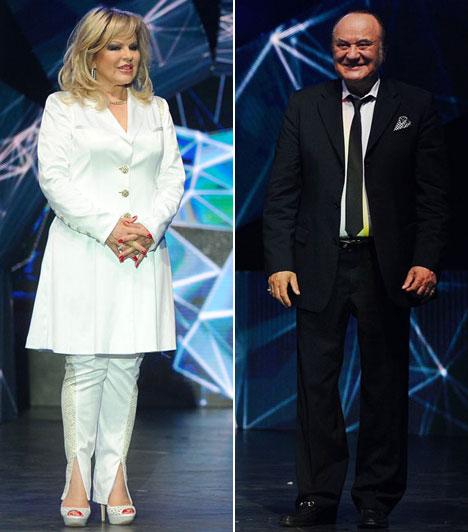 Balázs Klári és Korda GyörgyA legendás énekes házaspár fekete-fehérben adták egymásnak a kontrasztot - díjat adtak át a színpadon.