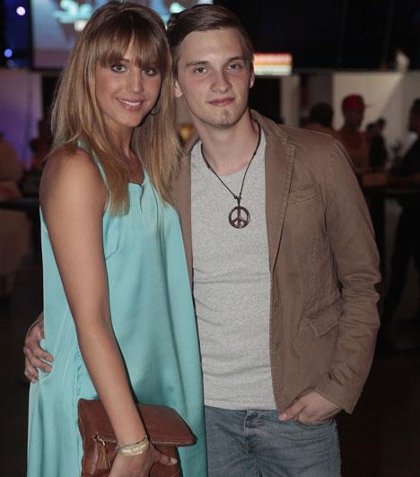 Nyári Dia és Tóth Marci  A Barátok közt színésznője és a 2013-as X-Faktor énekese az idei Story-gálán jelentek meg először egy párként - a Cometen is turbékoltak.