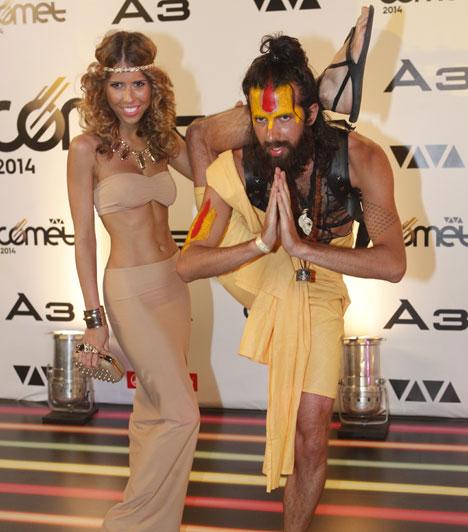 Varga Viktor és Cinthya  TV2 Édes Élet című műsorának sztárpárja idén is kitett magáért: Cinthya, mint egy háremhölgy, az énekes pedig egy indiai gurura hasonlító öltözetben parizott a díjkiosztón.
