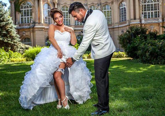A szerelmesek augusztus 1-jén mondták ki a boldogító igent. Nézd meg, milyen gyönyörű menyasszony volt Völgyi Zsuzsi!