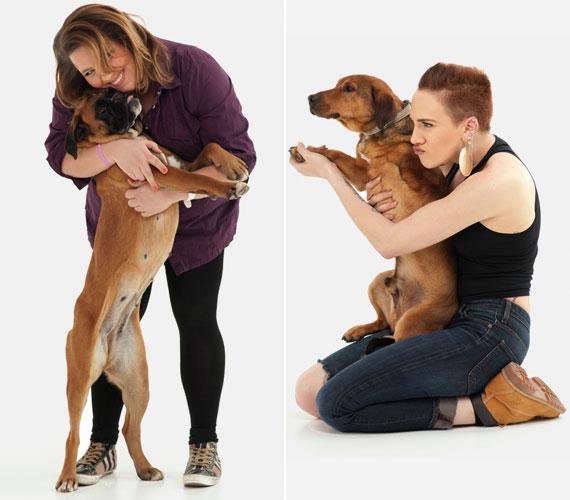 Tóth Vera és Tóth Gabi is a karjába zárt egy-egy kutyust, hogy a figyelemfelkeltő felvétellel segítsék gazdára találásukat.