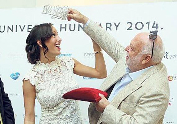 Vajna Tímea egy mesés, hófehér csipkeruhában jelent meg férje oldalán a Miss Universe Hungary 2014 sajtótájékoztatóján, ahol a szeptember 15-i verseny részleteiről számolt be. Még több fotó itt »
