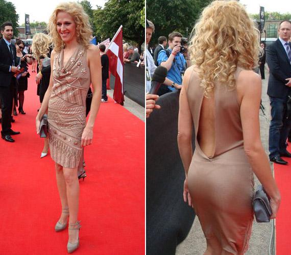 Az tavalyi Eurovíziós Dalverseny partiján ebben a pasztellszínű, különleges ruhában vonult végig a vörös szőnyegen.