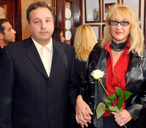 A 60 éves Bánfalvy Ágnes azért hagyta ott Amerikát, mert 1991-ben megismerkedett a nála 17 évvel fiatalabb Horváth Csaba rendezővel. A házaspárnak egy 23 éves fia van, Olivér.