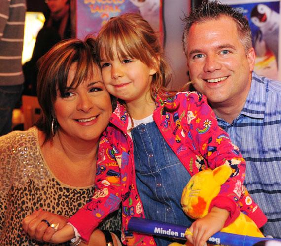 Az 51 éves Szulák Andrea tíz évvel ezelőtt ismerte meg nála tíz évvel fiatalabb, civil párját, Gyarmati Gábort, akivel találkozásuk első látásra szerelem volt. Egy kislányuk született, Rozina.