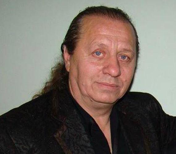 Zámbó Árpy zenei karrierje mellett a Jimmyt imádó énekes, Peter Sramek karrierjét egyengeti. Bízik benne, ő lesz az, aki a Király nyomdokaiba lép.