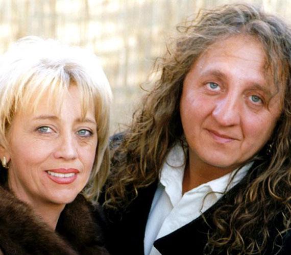 Edit asszony Jimmy halála után évekig egyedül volt, ám pár hónappal ezelőtt felvállalta hat éve tartó párkapcsolatát. Akik látták a férfival, Tiborral, mind egyhagúan azt mondják, Jimmy hasonmása a férfi, aki korábban Jimmy rajongója is volt.