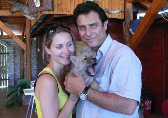 Gergely Róbert 2014 júniusában vette feleségül a nála 24 évvel fiatalabb Némedi-Varga Tímea színésznőt. A nyolcvanas években az Emmanuelle című dal magyar feldolgozásával a nők nagy kedvencévé vált színész-énekes hét év együttélés után vette el párját.
