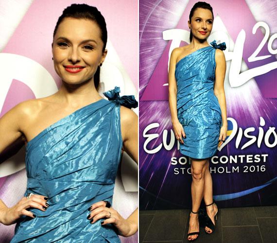 A harmadik középdöntőben szintén a Navona Fashion egyik darabjára esett a választása, akkor egy aszimmetrikus, metálosan kék ruhában foglalt helyet a zsűritagok között.