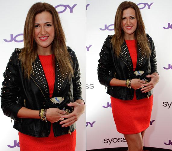 Janicsák Veca, a 2010-es X-Faktor legjobb női hangja tűzpirosban hódított. A szoknyához szegecsekkel kirakott bőrkabátot húzott. Tarka retikülje ugyancsak figyelemfelkeltő darab volt.