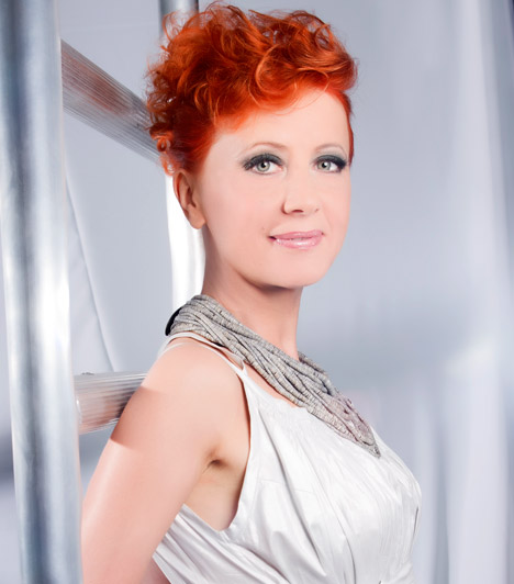 Eszenyi Enikő  A vörös színésznő 2008-ban lett a zsűri oszlopos tagja, jóindulatával és kedvességével a versenyzők szívébe is könnyen belopta magát, ugyanakkor nem kertelt, ha valaki nem tetszett neki.  Kapcsolódó szavazás: Melyik sztár a dögösebb? »