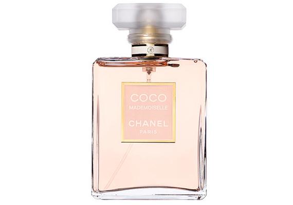 A Chanel igazi klasszikus, ciprusos-virágos Coco Mademoiselle parfümje felébreszti benned az igazi nőt.