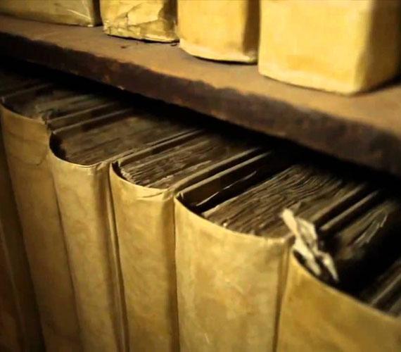 Vatikáni Titkos LevéltárAz Archivum Secretum Apostolicum Vaticanumként is emlegetett levéltár 2012 óta látogatható. Itt többek között olyan dokumentumok is megtekinthetőek, mint VIII. Henrik kérése, hogy elválhasson Aragóniai Katalintól.