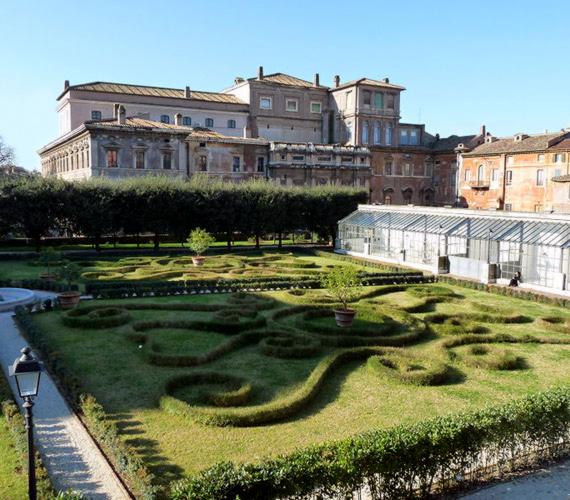 Barberini-kert                                                  A Castel Gandolfó-i pápai nyári rezidencia tavaly nyitotta meg kertjét a nagyközönség előtt.