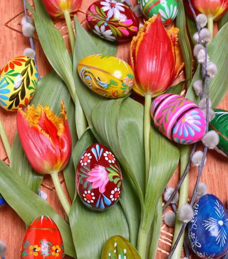 Színek és minták kavalkádja  A nagy virágminta és a sok szín nem hat csicsásan, ha ügyesen kombinálod őket. Egy kis kézügyességgel csodaszép hímestojásokat festhetsz.