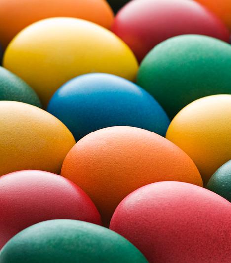 A szivárvány erejével  Az egyszerű, egyszínű tojás is lehet különleges, ha több színpompás árnyalatban készíted. Egymás mellett igazi szivárványt varázsolhatsz otthonodba.