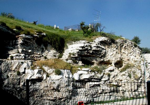 Golgota-hegy, ahol a Biblia szerint Jézust keresztre feszítették. Nagyon érdekes, hogy az oldalán szintén kivehető egy ember arca. Vajon mindez véletlen?