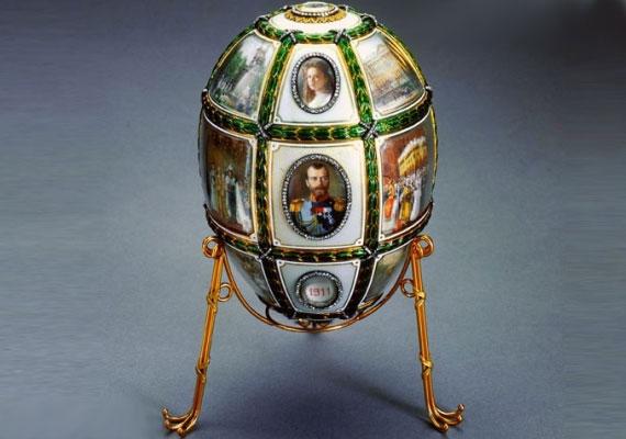 E tojás témájául Fabergé II. Miklós 15. uralkodási évfordulóját választotta.