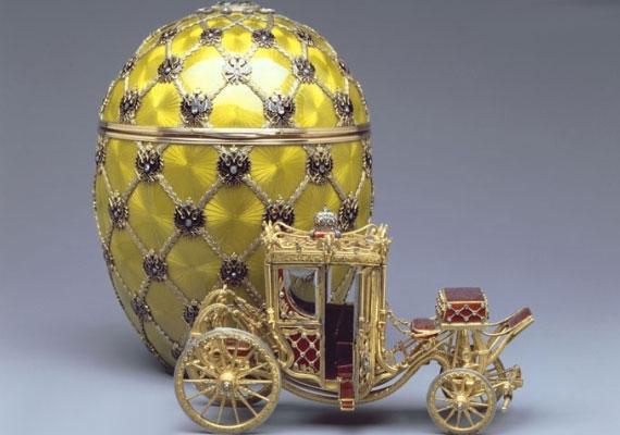 Ez a díszes darab II. Miklós cár koronázási ceremóniájának állít emléket, mint ahogy a hozzá tartozó hintó is.