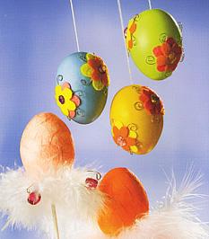 Virágos és tolldíszes tojások