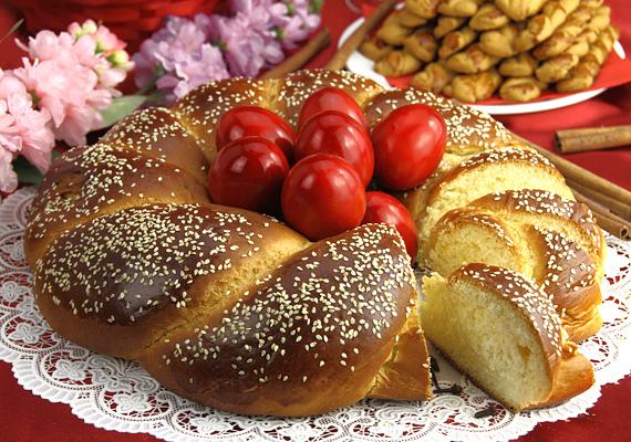 Ha nem vagy ellene a görög húsvéti hagyományoknak, tsourekit is készíthetsz. Íme, a recept! »
