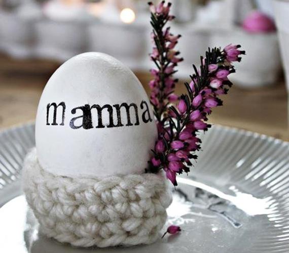 Tudod már, kik azok, akik biztosan meglátogatnak majd húsvéthétfőn? Semeddig sem tart névre szóló tojást készíteni nekik. Ez egy mamás verzió, de bárki nevét, bármilyen stílusban ráfirkanthatod a tojásra.