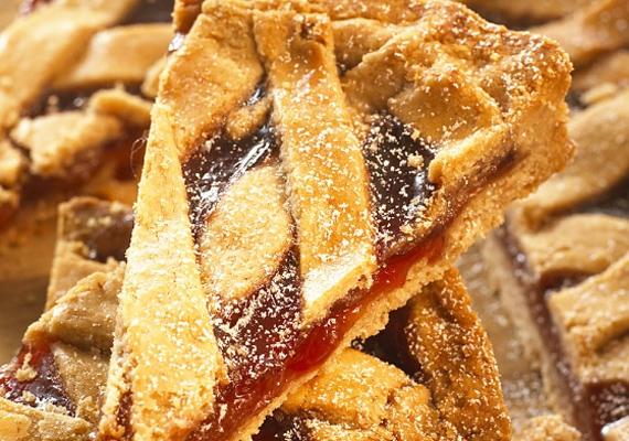 A linzertészta sokak kedvence, akár rácsos tortát is készíthetsz belőle. A receptet nálunk megtalálod.