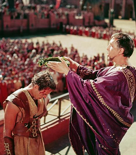 Ben Hur  A jeruzsálemi Ben Hur, egy gazdag zsidó család fia, újra találkozik gyerekkori barátjával, a római légió parancsnokával, Messalával, aki szerint az új tanok, melyeket Krisztus hirdet, felforgathatják az egész Római Birodalmat. Ben Hur meghallgatja a hegyibeszédet, ott van a kálváriánál, méghozzá nem is egyedül, hanem egy szépséges rabszolgalány, Esther társaságában. Korábbi élete gyökeresen megváltozik, amikor tévesen megvádolják azzal, hogy megpróbálta megölni Messalát.