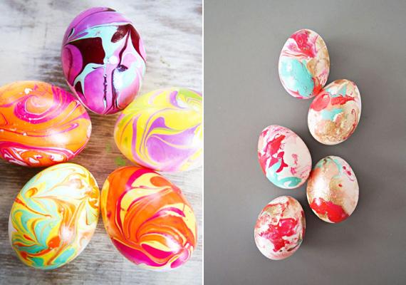 Körömlakkal is ügyeskedhetsz. Csepegtess bele két-három deciliter vízbe néhány különböző színű körömlakkot, majd fogpiszkálóval húzd össze a színeket, és ebbe mártsd bele a tojást. Hamar száradó és rendkívül látványos megoldás.