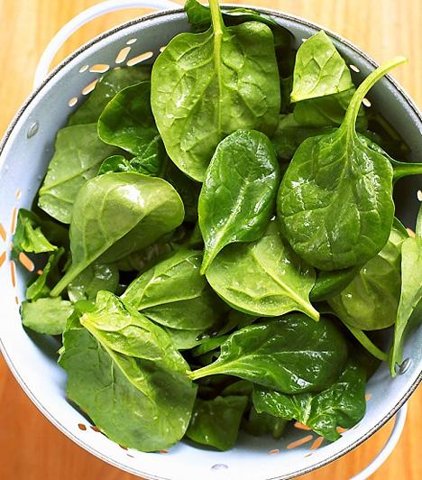 SpenótNagycsütörtököt régen zöldcsütörtöknek is nevezték. Ekkor zöld ételeket, például spenótot ettek, vagy csalánt főztek.