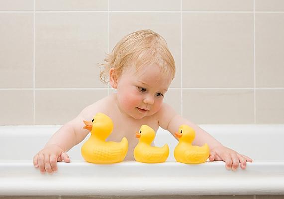 Minden kisbaba nagyon édes, de jobb, ha a bébikori képeidet máskorra tartogatod. A gyerekek ugyanis elriasztják a pasikat.