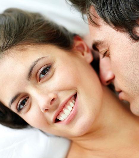 Illat  Egy leheletnyi parfüm felébresztheti az érzékeket, de a természetes illatod az, ami igazán magnetikus hatással van a férfira és beindítja a fantáziáját. A kutatók szerint a vonzalom is a szagláson múlik, ezért nem érdemes túlzásba vinned az illatszereket, melyek elkendőzik azt, ami utánozhatatlan benned.  Kapcsolódó cikk: Ezért nem létezik férfi-nő barátság »