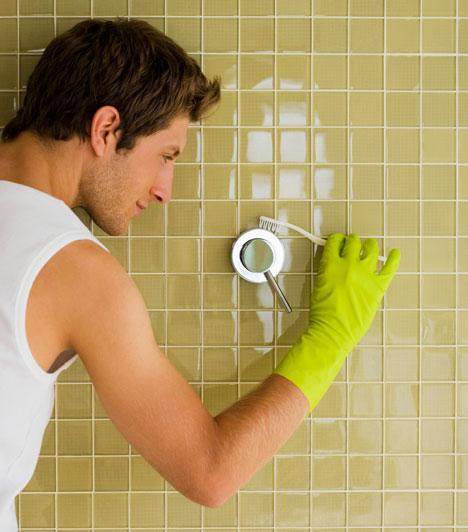 Munkamegosztás  A közös háztartásban elengedhetetlen a munkamegosztás. Nem kell görcsösen ragaszkodnotok az 50-50%-hoz, de legyen valamiféle egyensúly. Ha már felosztottátok a szerepeket, de valamelyikőtök hanyagolja a reszortját, akkor változtathattok. Lehet, hogy új felosztásra van szükség.  Kapcsolódó cikk: A fürdőszobán bukik meg a leggyakrabban az együttlakás? »