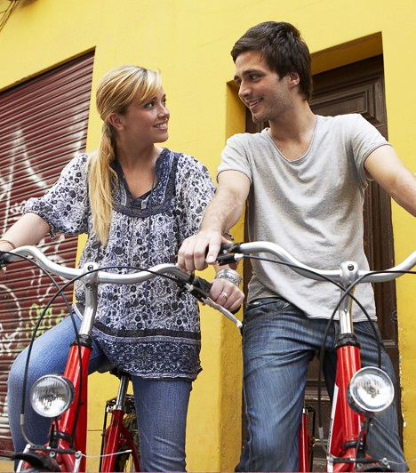 A legjobb barátodSok fiú-lány barátságban eljön az a pillanat, amikor valamelyik fél kipróbálná, milyen lenne némi romantikát csempészni a kapcsolatba, ám ez általában elrontja a barátságot. Kétszer is gondold meg, hogy belevágsz-e.Kapcsolódó cikk:3 megdönthetetlen érv a fiú-lány barátság mellett »