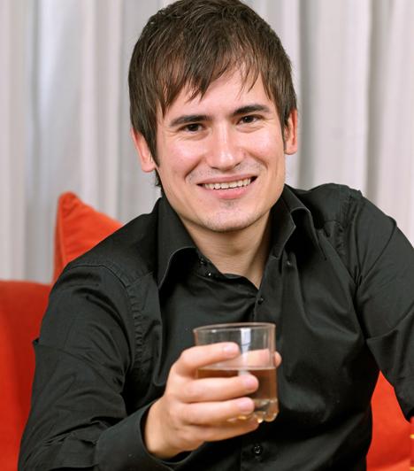 A függőA függőségnek számos fajtája létezik az alkoholizmustól a munkamánián keresztül a pókerig. Nem mindig könnyű kiszúrni az ilyen típust, ám mindegyikükben közös, hogy sohasem te leszel az életükben az első helyen, hanem szenvedélyük tárgya.
