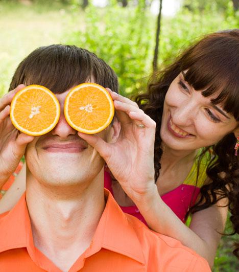 Humor                         A humor felszabadító ereje olykor még a rázós helyezetekben is a segítségetekre siethet, a tét nélküliekben pedig különösen érdemes bevetni egy kis nevetést - akár egészségügyi céllal. Nem árt, ha ismeritek a feszültségoldásnak ezt a módját, és néha tudtok nevetni magatokon is.