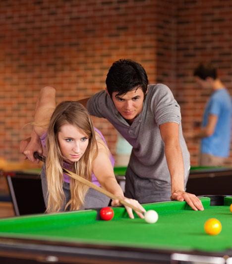 Játék  Felnőttként könnyű elfeledkezni a játék fontosságáról, pedig nemcsak kikapcsolódásra és időtöltésre jó. A léleknek szüksége van rá, de a feszültség levezetésére is alkalmas, ráadásul összekovácsoló ereje van.  Kapcsolódó cikk: Mennyire vagy szerethető? »