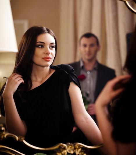 Otthoni elegancia  Egy idő után természetes, ha otthon nem hozod mindig a legjobb formád, de törekedhetsz rá, hogy itt is adj magadra. Bár van, aki úgy tartja, a férfiak nem figyelnek a női öltözködésre, valójában észreveszik a különbséget. A csinos ruha itt is sokat számít.  Kapcsolódó cikk: Ezt tedd, hogy hűséges legyen a párod »