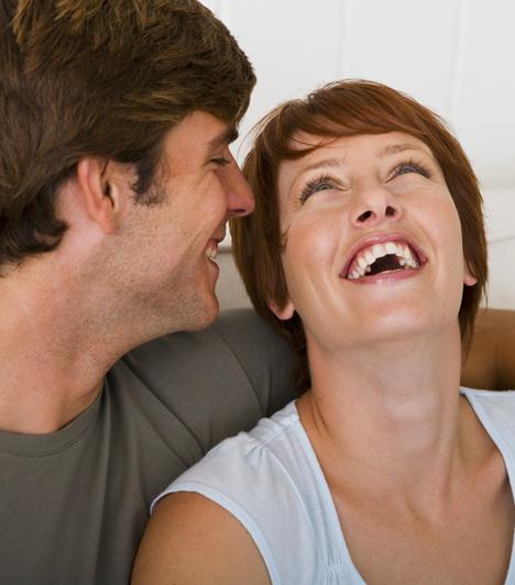 Megnevettet  A férfiak sok mindenre hajlandók azért, hogy megnevettessék a kiszemelt hölgyet, mert számukra az összeillőség és az önigazolás fontos mércéje, hogy humorban egy hullámhosszon vannak-e szívük hölgyével. Minél kevesebbet nevetsz, annál erősebben próbálkoznak.  Kapcsolódó cikk: Erről beszél a férfi, ha csak egyéjszakás kalandot akar »
