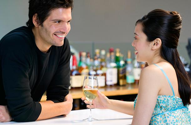 Hogyan lehet tudni, hogy az emberetek valakivel randiznak